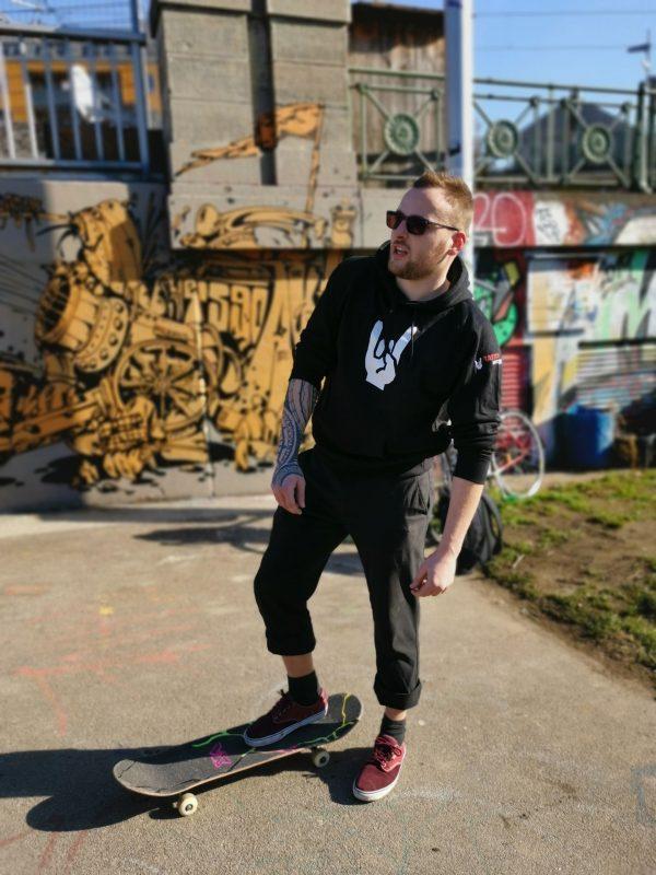 cooler-hoodie-aufdruck-tattoo-netzwerk